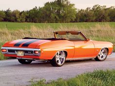 1970 Chevelle convertible in orange. Old Muscle Cars, Chevy Muscle Cars, Old American Cars, American Muscle Cars, Convertible, Chevy Chevelle Ss, Chevrolet Corvette, Sweet Cars, Drag Cars