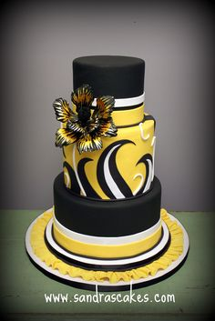 Sandra's Cakes, Sandra Durbin. I love the bold color and design of this cake.
