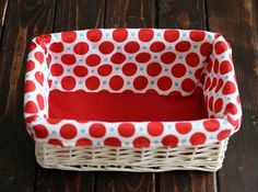 15 minute basket liner..this would be really cute in holiday fabrics! I'm going to do some Americana themed liners for summertime baskets to hold bbq party stuff!