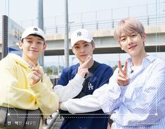 Travel the World on EXO's Ladder; Season 1 Episode 1 – Business Loans and Ideas Sehun And Luhan, Chanyeol, What Is Love Exo, Exo Dear Happiness, Chen, Korean Photoshoot, Exo Korea, Travel The World For Free, Tottori