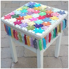 Crochet Flower Stool Cover https://www.facebook.com/pages/Attys/285033854868633