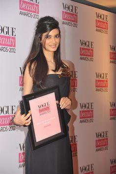 Diana Penty, Gul Panag, Dia Mirza, Ileana D'Cruz, Zareen Khan, and Mandira Bedi at Vogue Awards 2012. | Bollywood Cleavage