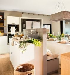 Cocinas pequeñas: 6 ideas para decorarlas – Decoración de Interiores y Exteriores – EstiloyDeco Zara Home, Home Projects, My House, New Homes, Table Decorations, Interior Design, Kitchen, Furniture, Home Decor