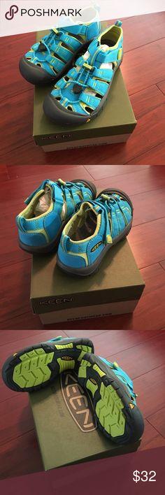 Keen Newport H2 hybrid sandal/shoe Keen Newport H2 hybrid shoe/sandals (Hawaiian Blue/Green Glow) New w/box Keen Shoes Sandals & Flip Flops