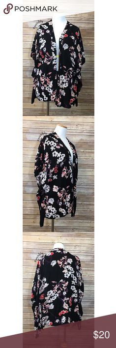 """H&M floral kimono PRELOVED in excellent condition, no noticeable wear. looks amazing with high waisted shorts and a little crop top. oversized for my normal small/medium size   details ・ oversized small (medium) ・ 26.25"""" front / 27.25"""" back in length  materials ・ 100% viscose  due to lighting- color of actual item may vary slightly from photos. please don't hesitate to ask questions. happy POSHing 😊  💰 use offer feature to negotiate price on single item 🚫 i do not trade or take any…"""