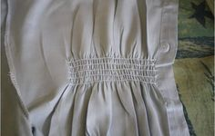 """Tutorial for """"shirring"""" using elastic thread. I wear a lot of dresses with shirring at the top or waist. Sewing Lessons, Sewing Hacks, Sewing Tutorials, Sewing Tips, Sewing Projects, Sewing Patterns, Diy Projects, Sewing Elastic, Elastic Thread"""