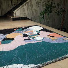 Samira Charroud (° 1994, haar werk is een mengeling van nieuwsgierigheid, poëzie en een drang om dingen met elkaar te verbinden. Ze gebruikt design als een manier om bruggen te slaan tussen thema's en materialen en bevindt zich vaak op het grensgebied van illustratie en andere ontwerpdisciplines. 'Yemma' Contemporary Artists, Kids Rugs, Design, Home Decor, Decoration Home, Kid Friendly Rugs, Room Decor, Home Interior Design
