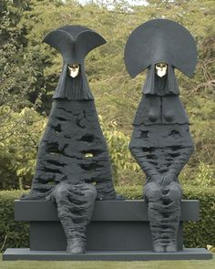 Beautiful Sculptures by Philip Jackson: The Grandees http://www.beautiful-houses.net/2016/06/beautiful-sculptures-by-philip-jackson.html