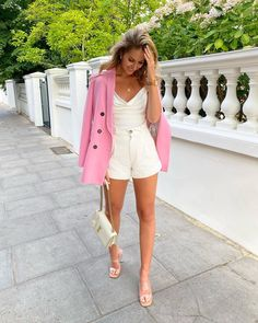 """Katherine Bond on Instagram: """"Walking into the weekend like 💃 Full outfit is @zara"""" Pink Blazer Outfits, Chic Outfits, Fashion Outfits, Weekender, Spring Summer Fashion, Spring Outfits, Cute Valentines Day Outfits, Zara Outfit, Walking"""
