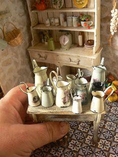 Otoño, jarras de papel y calabazas...