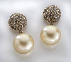 18K gold, diamond & South Sea pearl earrings : Lot 84