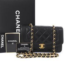 d0646e2f16d460 Chanel: Vintage Chanel Quilted Leather Flap CC Turn Lock Shoulder Bag