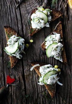 Sitruskypsytetty kuha sopii loistavasti kalapöytään esimerkiksi graavi- ja savukalojen seuraksi. Voit myös tehdä kuhasta alkupaloja makeahkolle saaristolaisleivälle.