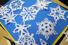 how to make pretty paper snowflakes