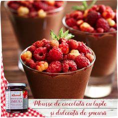 Mousse de ciocolată cu lapte, dulceaţă de zmeură şi fructe Raspberry, Strawberry, Food, Essen, Strawberry Fruit, Meals, Raspberries, Strawberries, Yemek
