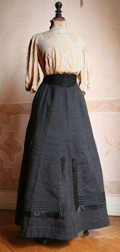 Blouse, skirt and belt.  1904