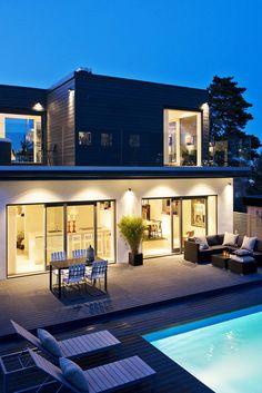Coup de cœur pour cette #maison contemporaine avec #piscine ! http://www.m-habitat.fr/preparer-son-projet/types-de-maisons/les-maisons-a-toit-plat-722_A