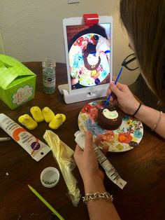 Cake decorating with Osmo!  So cute.