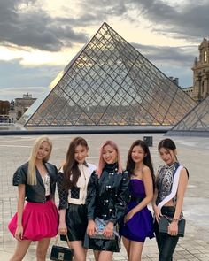 A community for fans of the K-pop girl group ITZY, under JYP Entertainment.