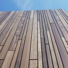 Padoek Voetbalkantine Weelde (BE) House Cladding, Timber Cladding, Exterior Cladding, Facade Design, Exterior Design, House Design, Back Garden Design, Wood Facade, Wood Architecture