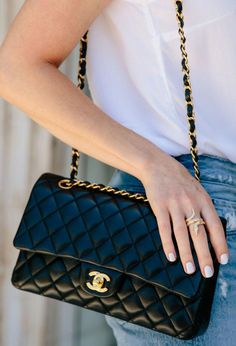 How I Use Accessories to Elevate Basic Outfits - Meagan's Moda - How I Use Accessories to Elevate Basic Outfits – Meagan's Moda - New Handbags, Chanel Handbags, Luxury Handbags, Chanel Bags, Luxury Purses, Luxury Bags, Fashion Bags, Fashion Handbags, Trendy Fashion