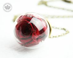 *Echte Rosenblüte* Halskette Rose dunkelrot von JanoschDesigns auf DaWanda.com