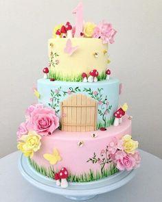 Que bolo mais lindo! Fairy Garden Cake, Garden Cakes, Fairy Cakes, Party Garden, Fairy Birthday Cake, Baby Birthday Cakes, Birthday Cakes Girls Kids, 5th Birthday, Birthday Ideas