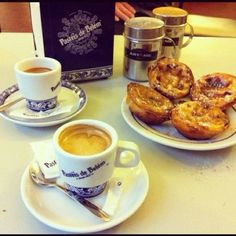Pasteis de Belém Portuguese Food, Portuguese Recipes, French Toast, Portugal, Drink, Breakfast, Pastries, Morning Coffee, Beverage
