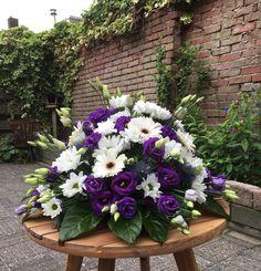 Funeral Flowers, Flower Arrangements, Deco, Nails, Plants, Large Flower Arrangements, Floral Arrangements, Flowers For Funeral, Finger Nails