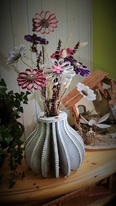 tutoriel diy fabriquer un vase en carton via diy pinterest fleurs de. Black Bedroom Furniture Sets. Home Design Ideas