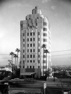 Full view of the Sunset Tower Apartments showing the Art Deco design details, especially at the top of the building.