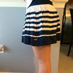 Hollister Skirt Great condition! Only worse a few times! Like new! Navy & white. Has a built in lining too. Hollister Skirts