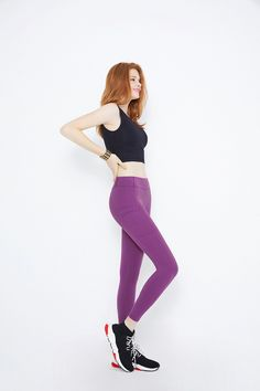 Hippie Outfits, Dope Outfits, Athletic Fashion, Athletic Outfits, Sexy Leggings Outfit, Little Girl Leggings, Pretty Redhead, Human Photography, Human Poses