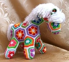 Horse crochet from motifs - thinking I would prefer a darker join therefore a darker mane and tail African Flower Crochet Animals, Crochet Flower Patterns, Crochet Motif, Crochet Flowers, Crochet Baby, Crochet Crafts, Crochet Dolls, Crochet Projects, Diy Crochet
