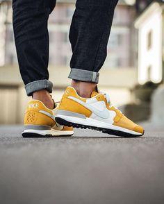 sports shoes 39e5d b4a86 Nike Air Berwuda Premium  Gold Leaf Light Bone