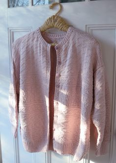 You always need a summer cardigan. Crochet Yarn, Knitting Yarn, Knitting Patterns, Stitch Patterns, Jumpers For Women, Cardigans For Women, Cardigan Fashion, Knitted Jackets Women, Summer Cardigan