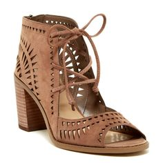 493daa6c4283 Like New Vince Camuto Tarita Sandals Vince Camuto Tarita