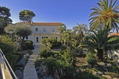 Villa for sale views over the old town of Antibes – Cap d'Antibes