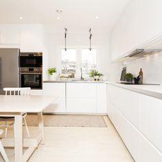 Fenêtres, stores, et autres menuiseries : que faut-il choisir pour une cuisine indépendante ? Découvrez -le en quelques lignes.