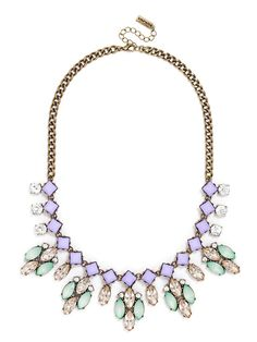 This geometric crystal stunner is especially angular thanks to ice-like crystal clusters for an eye-catching yet simplistic bib necklace.