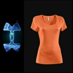 """UNDER ARMOUR HEAT GEAR  TOP ORANGE UNDER ARMOUR HEAT GEAR TOP SEMI-FITTED  Arm pit to Arm Pit 18"""" Back Length 27"""" 92% Polyester / 8% Elastane Beautiful orange color with lots of stretch. Under Armour Tops Tees - Short Sleeve"""