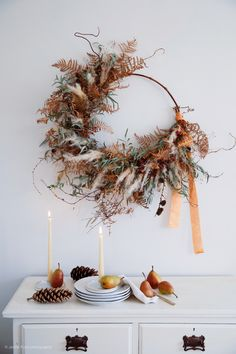 A winter wreath using dried bracken, twigs and pampas grass Autumn Wreaths, Holiday Wreaths, Holiday Decor, Spring Wreaths, Summer Wreath, Winter Holiday, Dried Flower Wreaths, Dried Flowers, Ribbon Wreaths