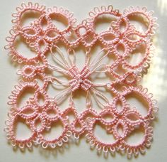 Vintage Tatted Shabby Pink Square Motif - no pattern but so cute ! She's added the inner 'loops' & weaving After completing the square tatted motif. Irish Crochet, Crochet Motif, Crochet Doilies, Crochet Stitches, Crochet Patterns, Doily Patterns, Dress Patterns, Tatting Jewelry, Tatting Lace