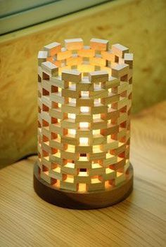 47 Amazing Diy Wooden Lamps Design Ideas With Modern Pieces Table Lamp Wood, Wooden Lamp, Wooden Diy, Diy Wood Projects, Wood Crafts, Woodworking Projects, Bamboo Lamp, Wooden Cubes, Bois Diy