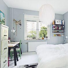 Calm grey walls in the bedroom