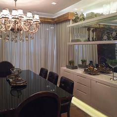 """2,307 curtidas, 21 comentários - MarianeBaptistaMarildaBaptista (@arqmbaptista) no Instagram: """"Boaaaa noitee!! Que sala de jantar linda com mesa black e móvel aparador em laca fendi  #boanoite…"""""""