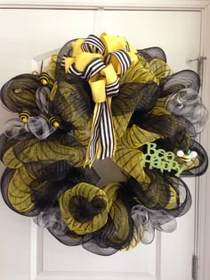 Deco mesh - bumble bee wreath