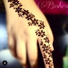 Henna inspiration of the night is from @bushra_a in love with this simple piece!!