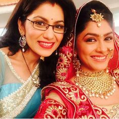 Sriti (Pragya) and Mrunal (Bulbul) - Kumkum Bhagya Indian Dress Up, Sriti Jha, Tashan E Ishq, Modern Saree, Tv Girls, Kumkum Bhagya, Bride Portrait, Beautiful Bollywood Actress, Friendship