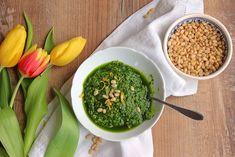{:de}Mit dem Frühling sprießt auch der Bärlauch wieder überall. Ein schnelles Rezept für Bärlauch Pesto, das sich vielseitig einsetzen lässt, jetzt auf BASMA.{:}